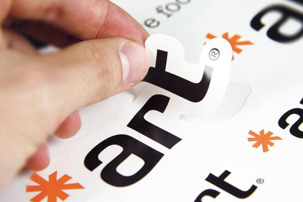 Etiqueta adhesiva troquelada